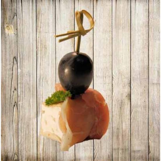 Шпажка с хамоном камамбером и маслиной