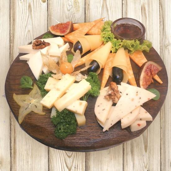 Сырная тарелка 4 вида сыра